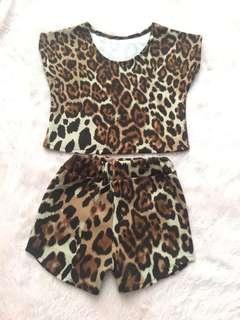 GUC Terno crop top and shorts animal print 3T