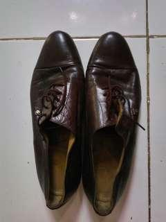 Sepatu Etienne Aigner