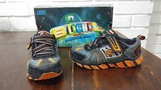 Skechers Lights size 28