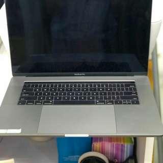 Kredit MacBook Pro