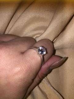 1.02 卡 鉑金鑽石戒指 托高顯鑽款