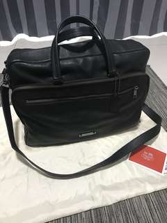 Authentic Coach Urban Commuter in Black Leather (Code: 71230)