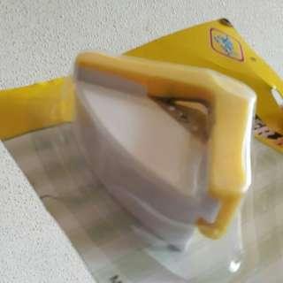 🚚 Round corner punch 5mm yellow BNIP