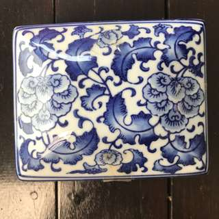Blue and white Porcelain box