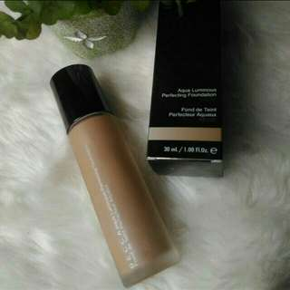 Becca Luminous Perfecting Foundation