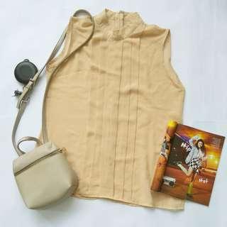 Cream blouse kutung