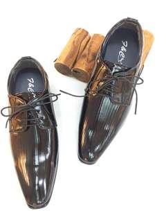 🚚 韓版時尚設計男仕尖頭皮鞋