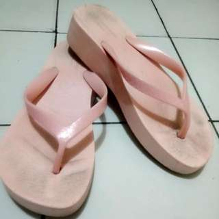 Preloved Sandal Wedges Warna Baby Pink Size 36