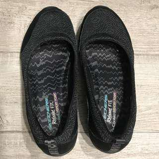 **Wear once only**Authentic Skechers Shoes (size 39)