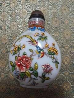 🚚 彩繪浮雕花鳥  料器鼻煙壺