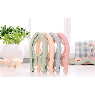 🚚 Foldable Clothes Hangers