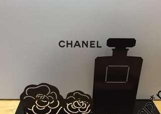 誠徵Chanel vip camilia and perfume letter stand禮 物 信件座