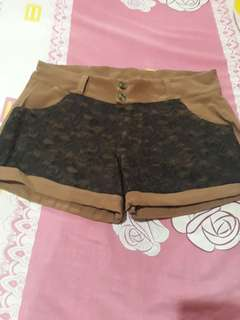 Plus size Brown laced shorts