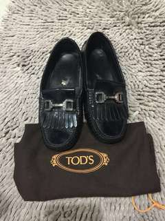 SALE authentic Tods black patent leather loafers (37)