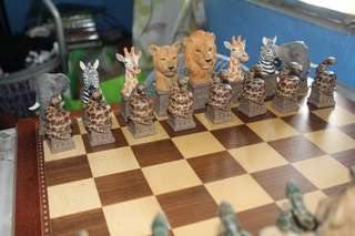 JUNGLE FIGURINE CHESS SET