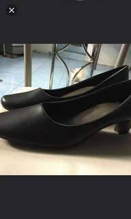 Plus size Payless Black Office Shoes w/heels