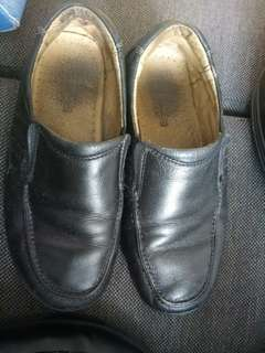 Florshim boys dress shoes size 32