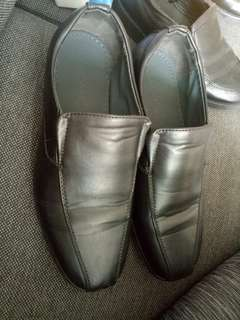 Teen boys Milanos dress/school shoes size 6