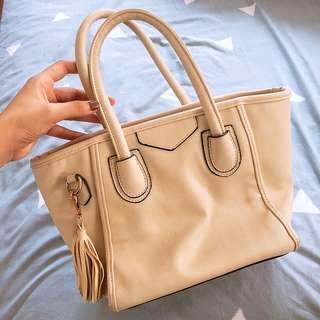 🚚 米白色手拿包