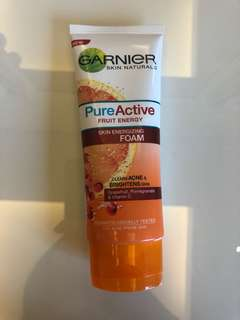 Garnier Skin Energizing Foam (BRIGHTEN AND ACNE)