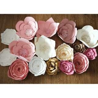 Used paper flower (16 pcs.)