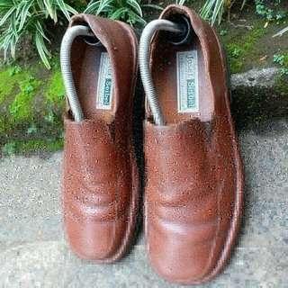 Sepatu josef siebel