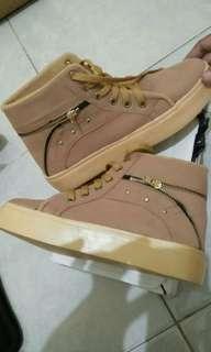 Sepatu Wanita Boots Cream CM12