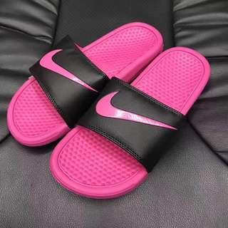 兩雙優惠Nike Benassi Swoosh GD 權誌龍同款拖鞋 NIKE拖鞋涼鞋沙灘拖鞋 多色可選 男款 人字拖