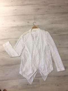 🚚 DKNY 純棉鏤空口袋罩衫S,胸圍:36吋,衣長72cm,9成新沒有污點