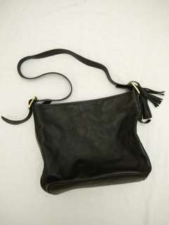 Auth County Hide Black Leather Bag