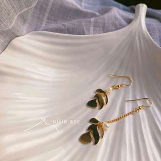 🚚 珍珠葉不對稱 耳環