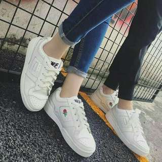 玫瑰刺繡小白鞋