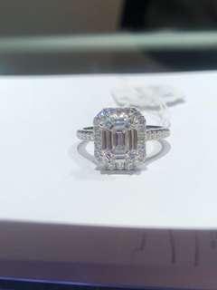 高色高淨度鑽石戒指,DE VVS 主石9粒共0.78ct 襯鑽共0.42ct,4卡效果只售16800