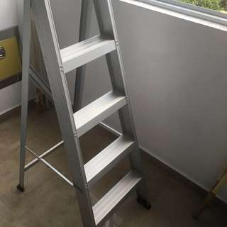 Foldable Aluminium Ladder (5 steps) in new condition