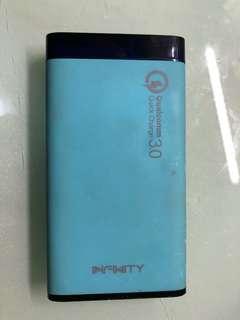 Infinity 外置充電器 八成新