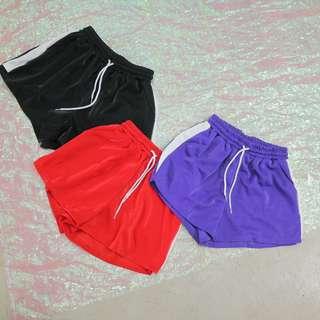 兩側配色造型短褲