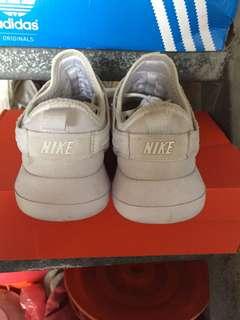 🚚 Nike跑鞋(24.5偏大)