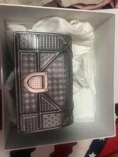 Diordiorama nano 銀色小包,現香港專買店已斷貨