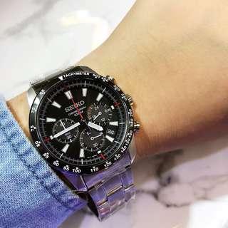 SEIKO 精工 計時碼表系列 SSB031P1 極速三眼計時錶 黑錶盤紅計時針 不鏽鋼錶帶