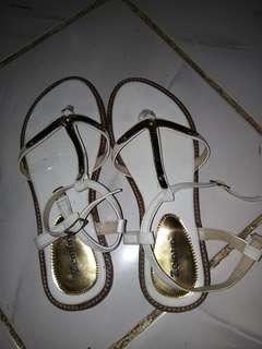 Sandal Zeintin