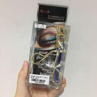 Gold eyelash curler