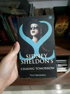 Novel Chasing Tomorrow (Sidney Sheldon) indonesian ver