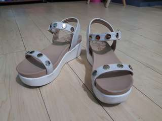 So Fab platform sandals