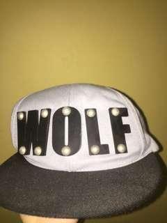 Wolf snapback topi