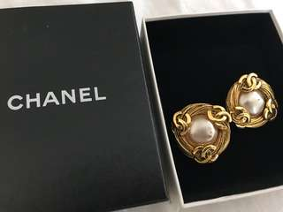 Chanel clip earrings vintage