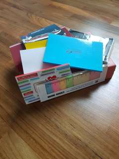 Bundled set of notepads/ sticky notes/ coloured tabs