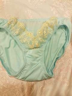 🚚 瑪登瑪朵女生內褲 L號藍色