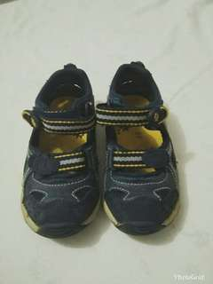 Sepatu santai navy ukuran 23