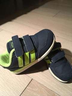 愛迪達adidas童鞋