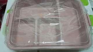 🚚 全新粉色含蓋便當餐盒(寬18公分,長15公分,高4公分)